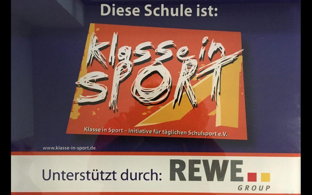 """""""Klasse in Sport"""" – Ein bewegter Schultag in den Farben blau und orange."""