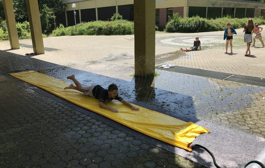 Vergnügen auf der Wasserrutsche